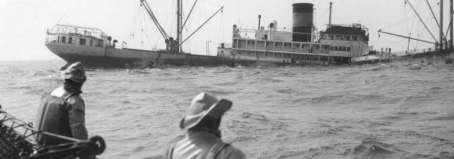 1956 KNRM redding Ecuador Terschelling - reddingboot Brandaris