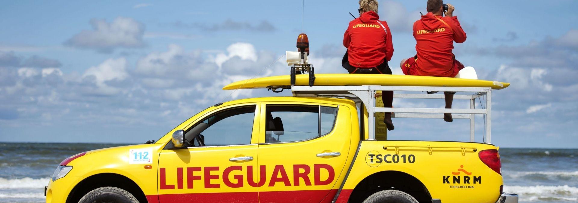 KNRM Lifeguards houden toezicht Terschelling | Foto Olaf Kraak