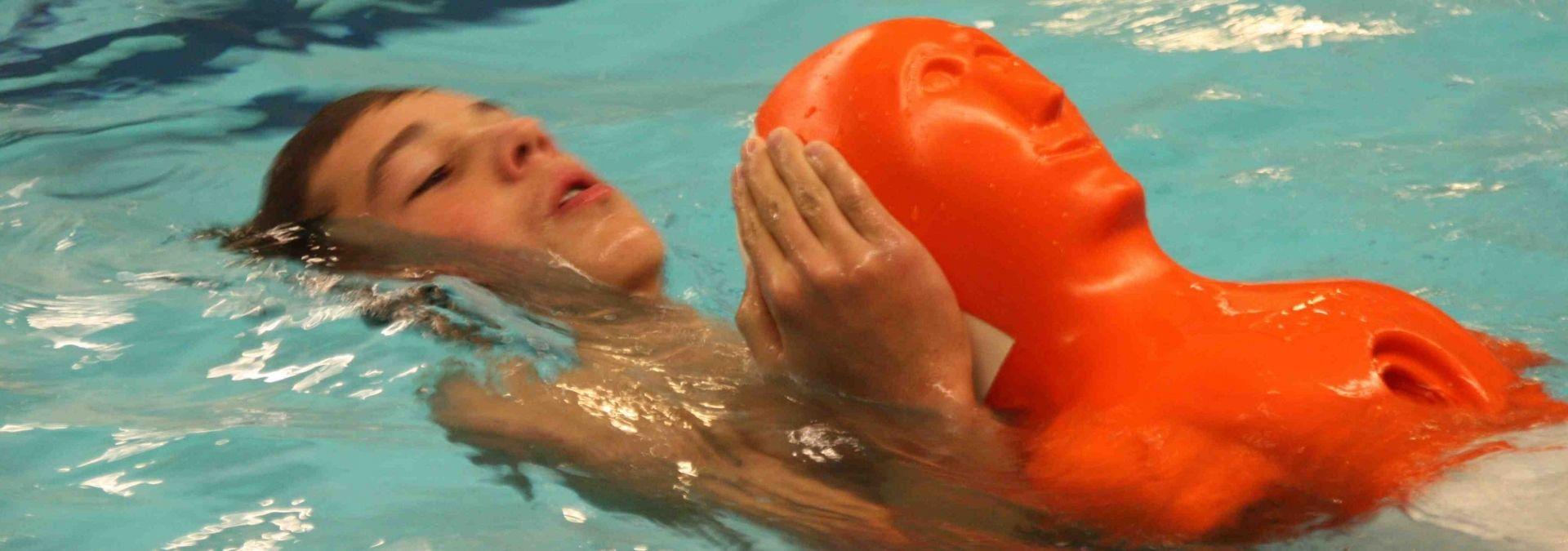 Reddingsbrigade zwemmend redden opleiding duikpop