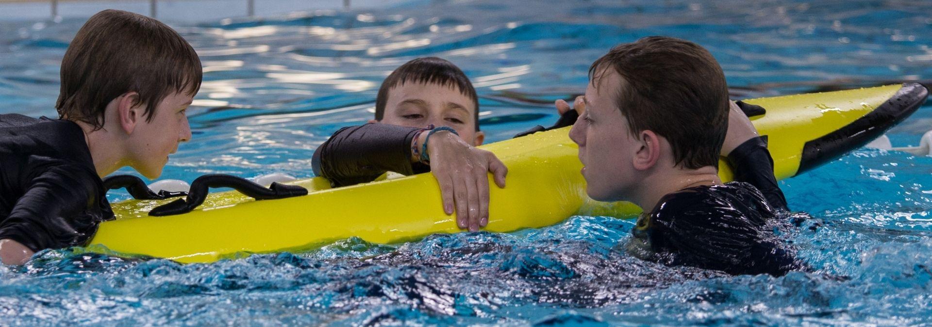 Reddingsbrigade zwemmend redden opleiding rescueboard