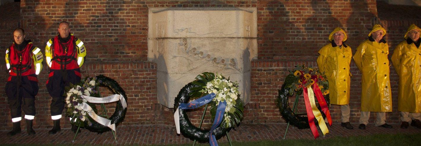 Herdenking 69 verdronken redders bij monument Den Helder